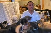 300마리의 유기동물을 '전부' 집으로 데려온 남성